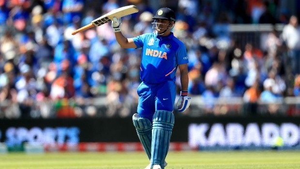 MS Dhoni greeting the crowd