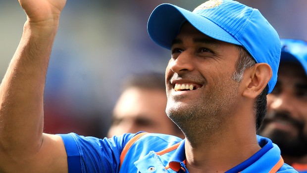 ms dhoni smile