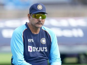 T20 World Cup: Dew factor will decide whether we will play extra seamer or spinner - Ravi Shastri